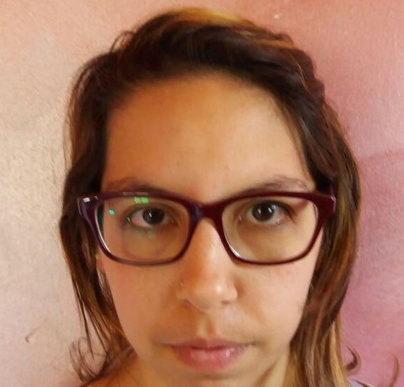 Siracusa, prima ruba profumi poi paga con soldi falsi: arrestata