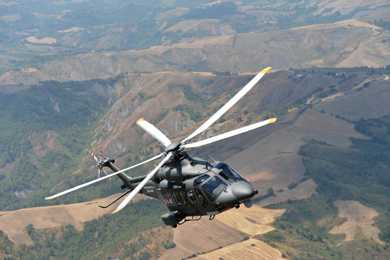 Elicottero dell'Aeronautica preleva donna a Panarea in pericolo di vita