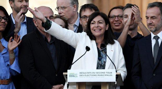 Elezioni in Francia, spallata ecologista: Anne Hidalgo riconfermata sindaca di Parigi