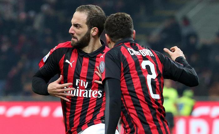 La Juve fa incetta di record, ma il Napoli non molla: nel Milan Higuain in gol