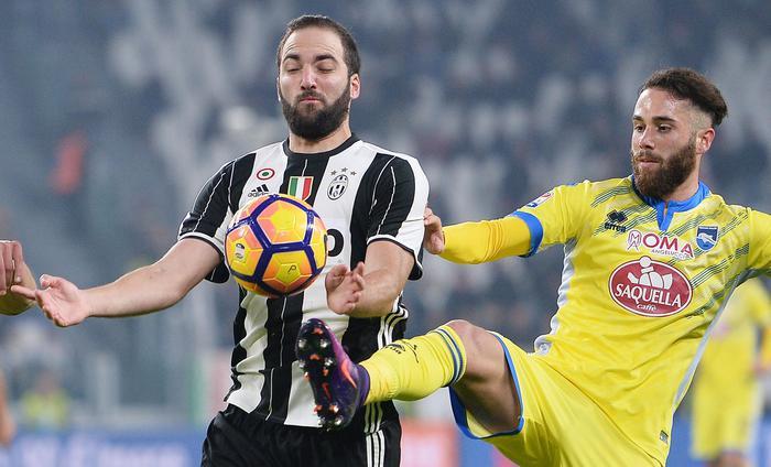 La Juventus fa tre gol al Pescara e vola: adesso è a più 7 dalla Roma