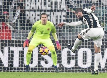 Juventus - Roma, risolve Higuain: i bianconeri volano  a +7