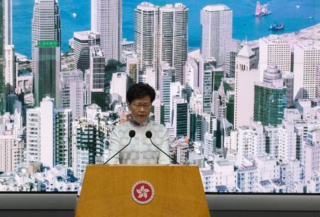 Sospesa la legge sull'estradizione a Hong Kong, la tensione resta
