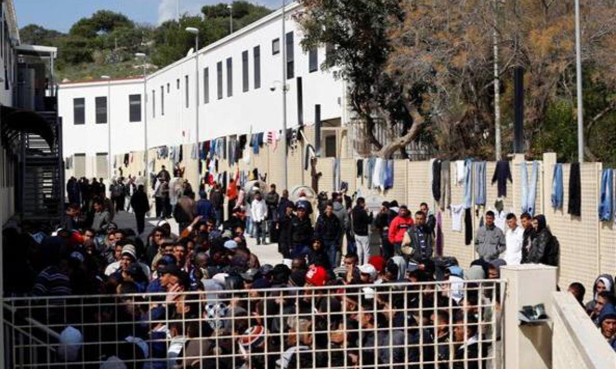 Lampedusa, sbarchi continui: hotspot con 1.263 migranti
