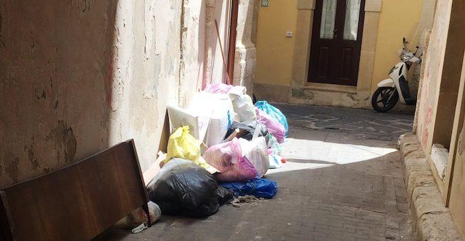 Rifiuti abbandonati a Siracusa, ad agosto oltre 400 multe e Italia: