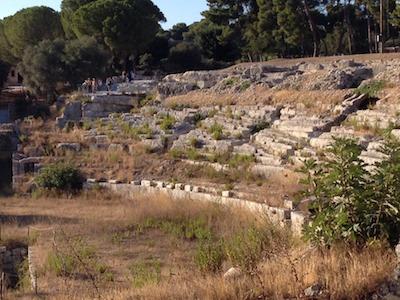 Siracusa, solo erbacce all'Anfiteatro romano: una vera vergogna