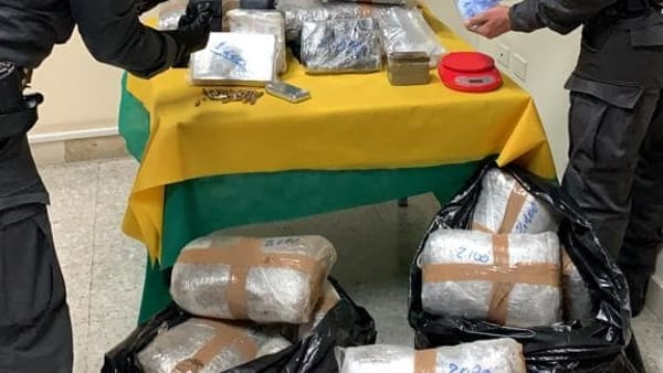 Gravina di Catania, sequestrati 183 chili di marijuana e 10 di cocaina