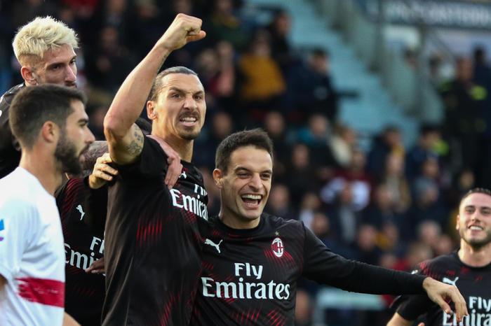 Ibra il solito campione, trascina il Milan al successo che sbanca Cagliari