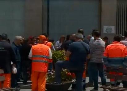 Rifiuti a Siracusa, i netturbini  Igm senza stipendi chiedono l'intervento del prefetto