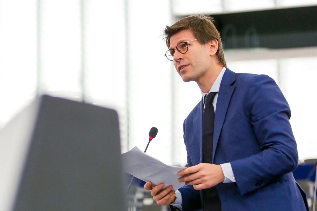 Voli cancellati e niente rimborsi, interrogazione M5s Commissione Europea