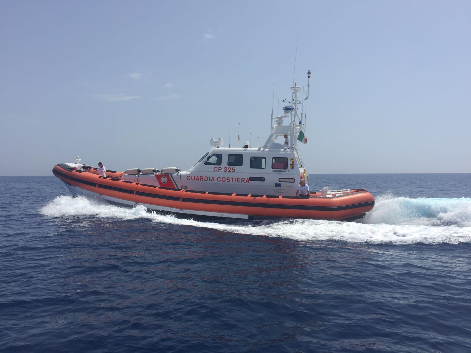 Portopalo di Capo Passero, affonda un motopesca: disperso il capo barca