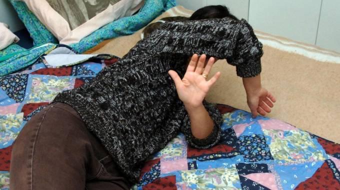 Siracusa, figlio aggredisce e picchia la madre: arrestato