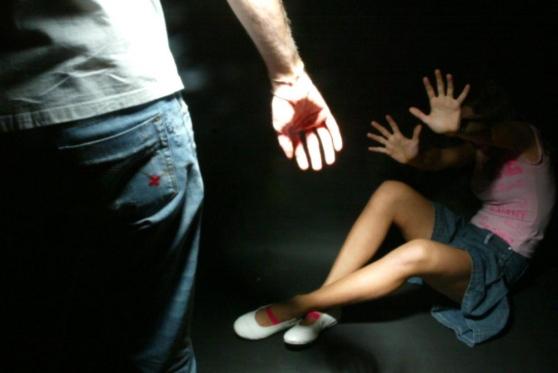 Schiaffi e pugni contro la fidanzata, denunciato a Caltanissetta