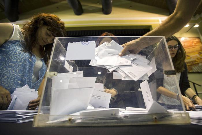 Spagna, spoglio non conferma exit: socialisti avanti a Podemos