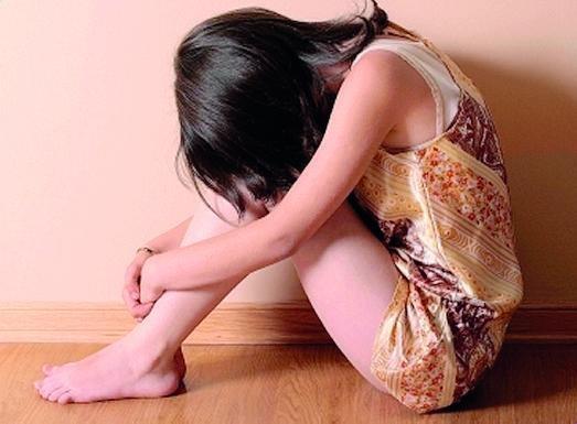 Agrigento, aveva abusato della figlia della compagna per 7 anni: entrambi rinviati a giudizio
