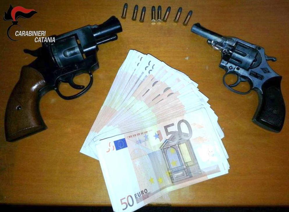 Catania, nascondeva in casa armi modificate: finisce in carcere