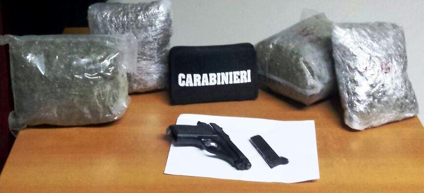Catania, in uno scantinato trovati 4 chili di marijuana e una pistola: un arresto