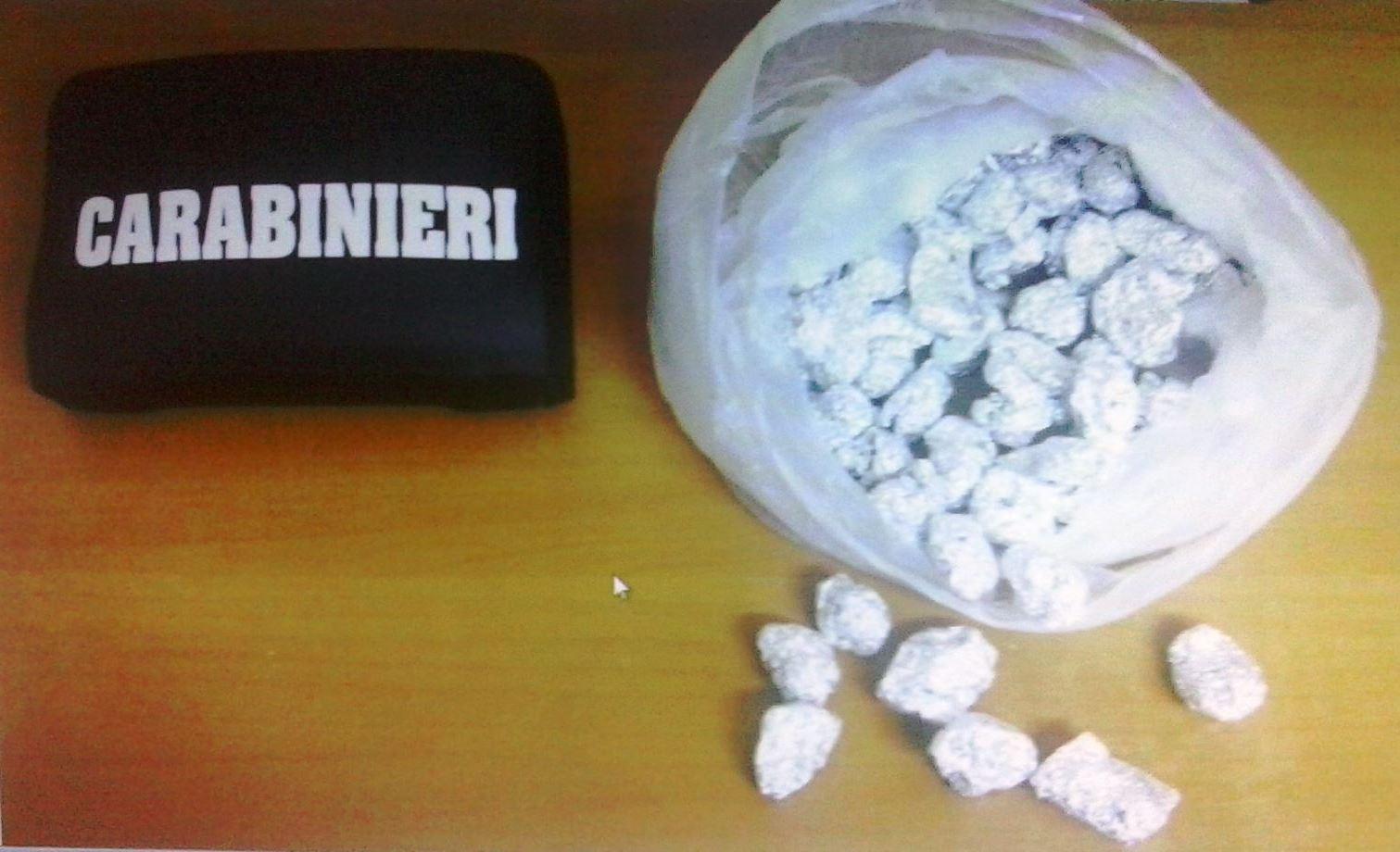 Catania, aveva in casa marijuana e hashish: finisce ai domiciliari