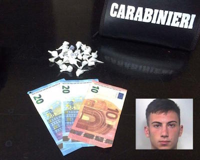 Catania, colto in flagrante mentre spacciava droga: arrestato