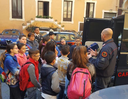 Catania, i bimbi del Dusmet Doria in visita dai carabinieri