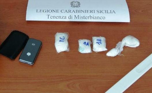 Misterbianco, spacciano cocaina in casa: arrestati marito e moglie