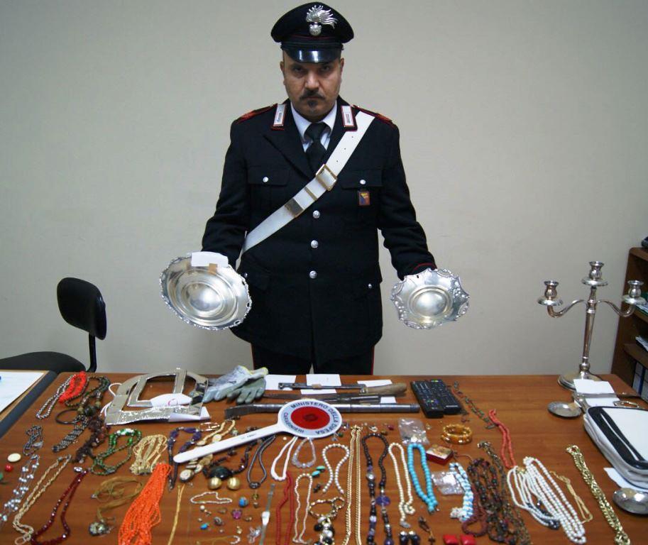 Furto in una casa nel Catanese, bottino ritrovato dai carabinieri