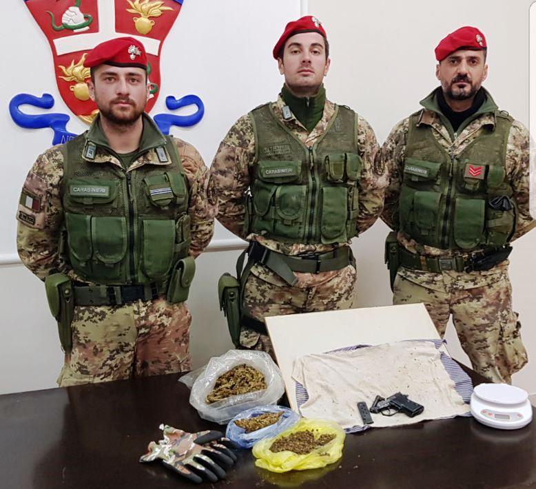 Mezzo chilo di droga e una pistola trovati nascosti a Paternò
