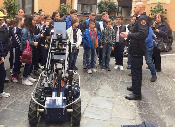 Legalità, gli alunni di Aci Catena al Comando provinciale di Catania