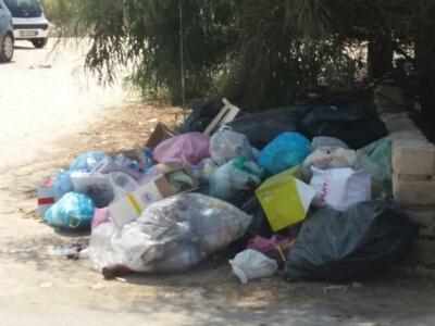 Marzamemi, ennesimo degrado del territorio: rifiuti ovunque