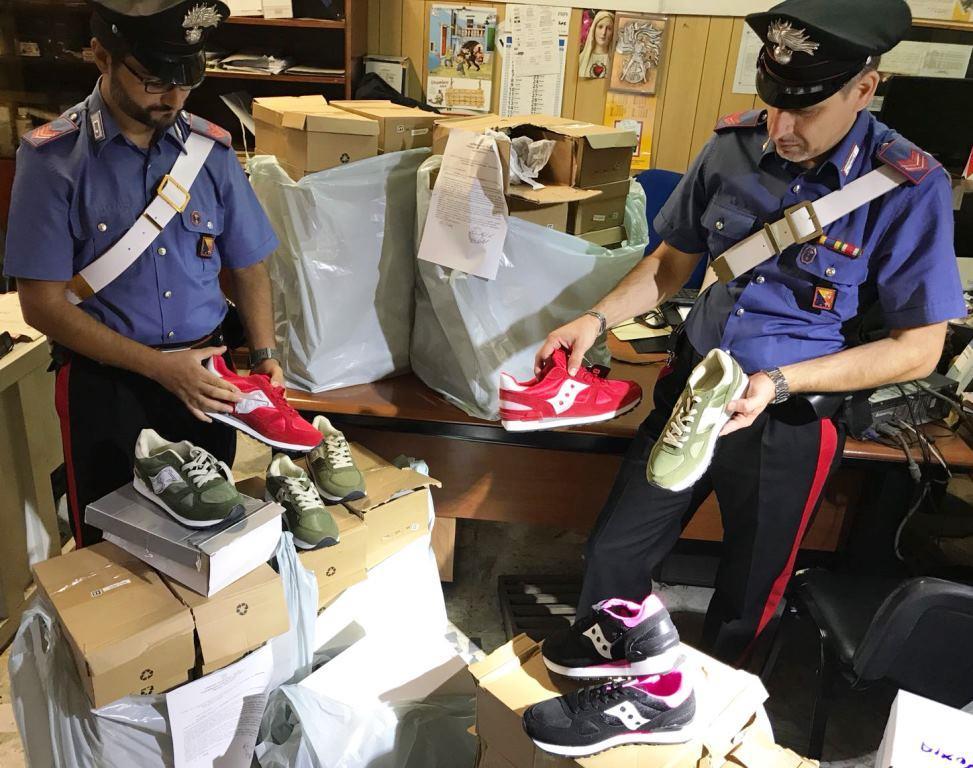 Contraffazione, 120 paia di scarpe sequestrate a Catania