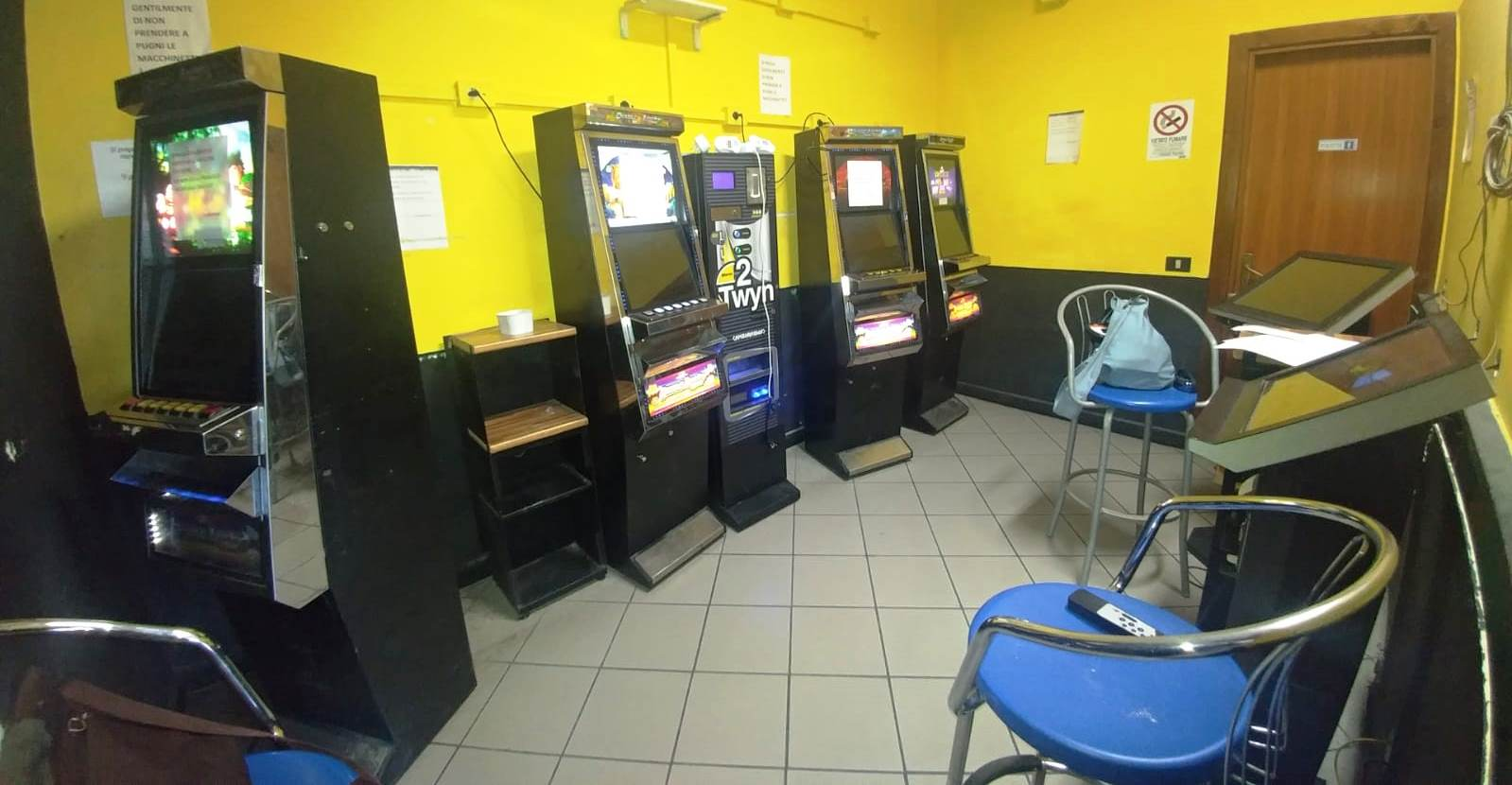 Gioco d'azzardo, denunciato il  titolare di un bar di Santa Venerina