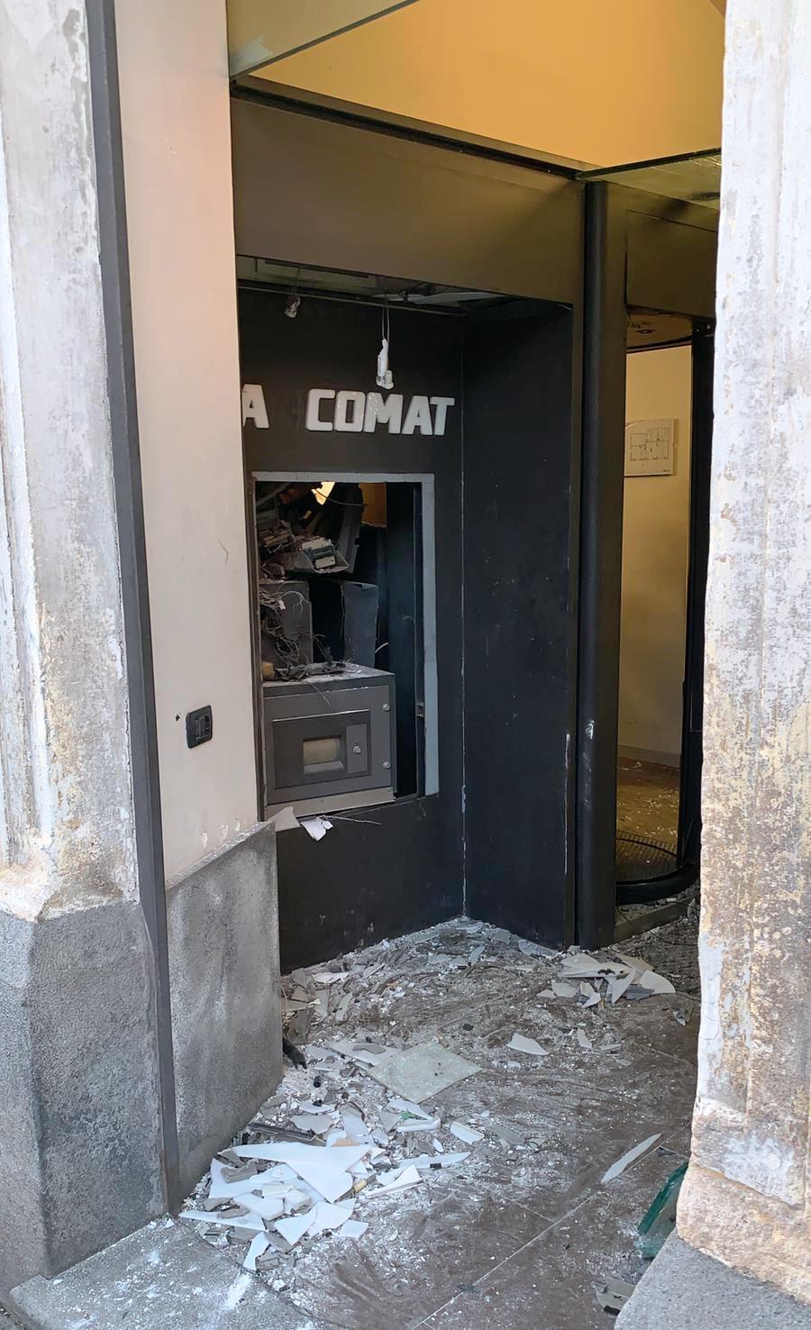 Fanno esplodere un bancomat a Linguaglossa, messi in fuga