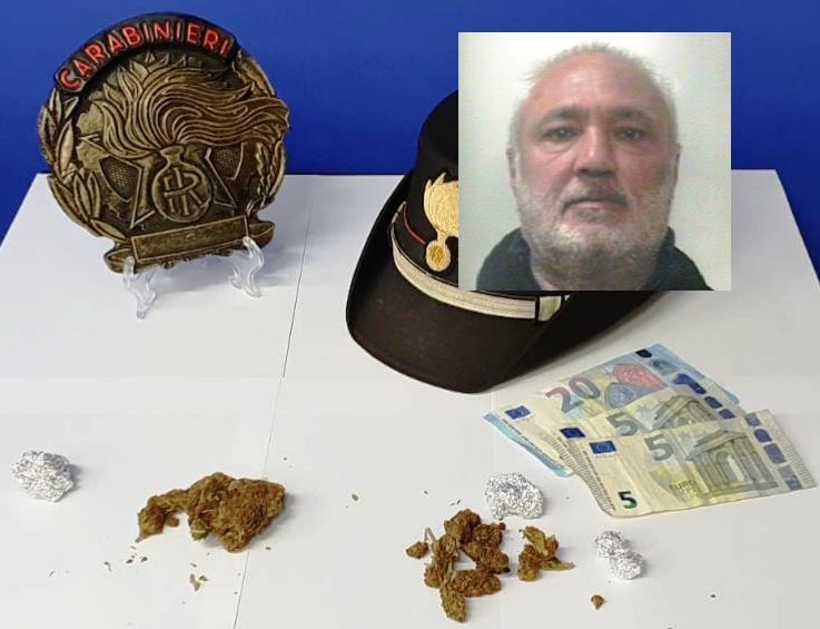 Vendeva marijuana a minorenni, arrestato a Gravina di Catania
