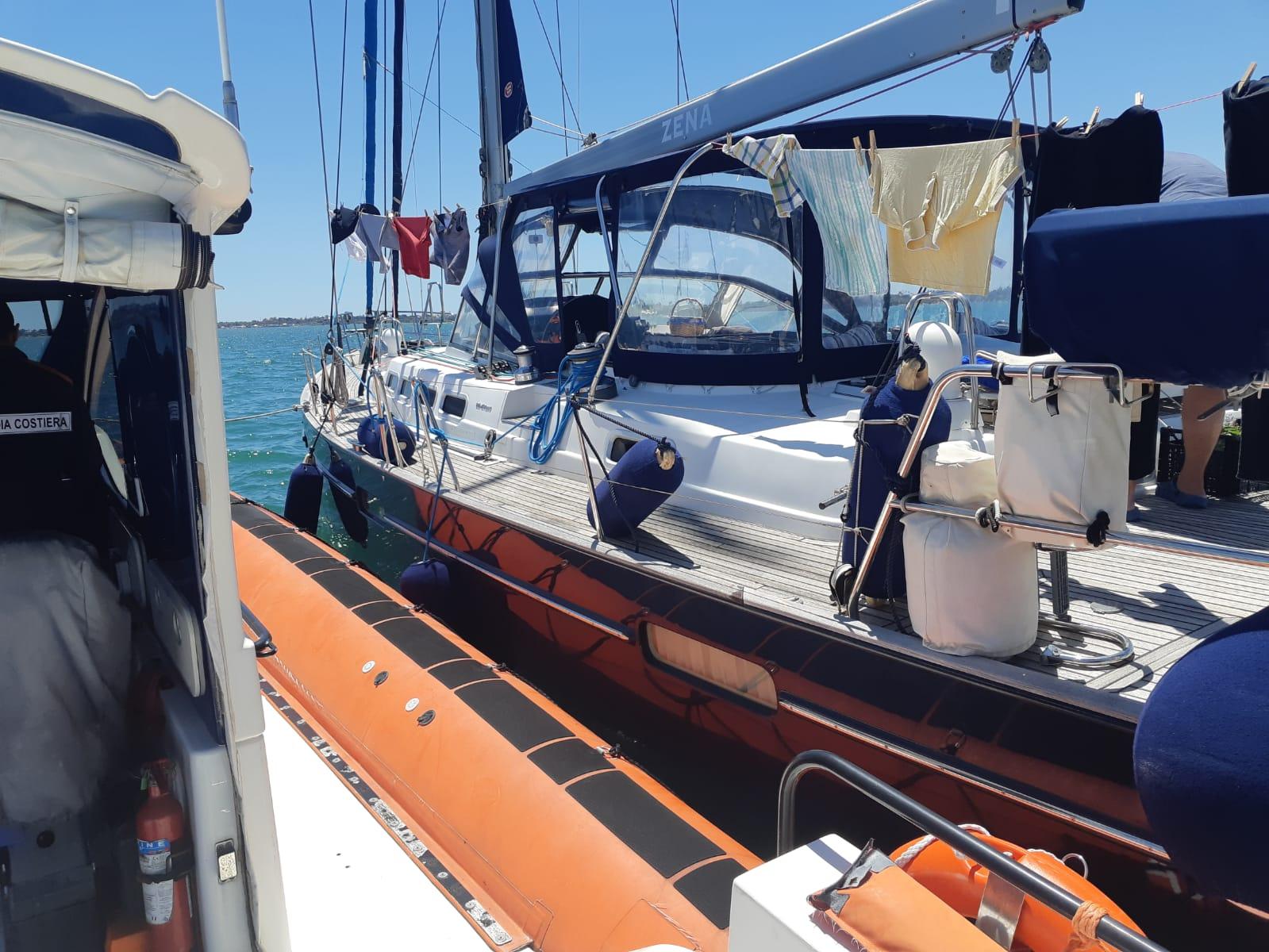 Siracusa, velista cade  in barca e si fa male: soccorso dalla Capitaneria