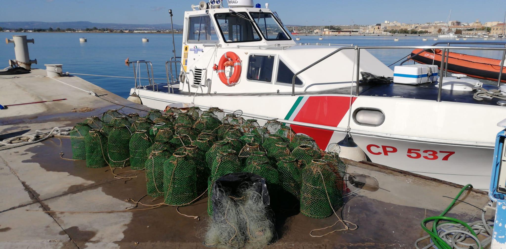 Pesca di frodo a Siracusa, sequestrai 150 ricci, una rete e  57 nasse