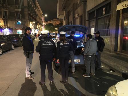 Centro storico di Catania 'cinturato' dalla polizia: denunciati 4 parcheggiatori
