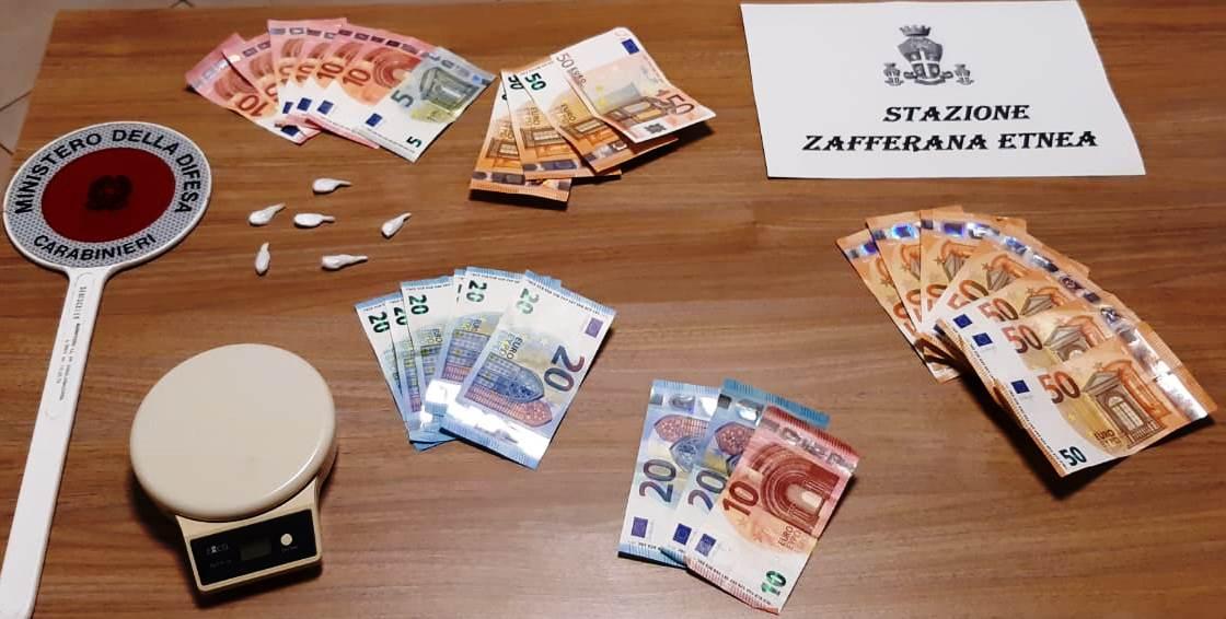 Clienti a domicilio per la droga: coppia denunciata a Zafferana Etnea