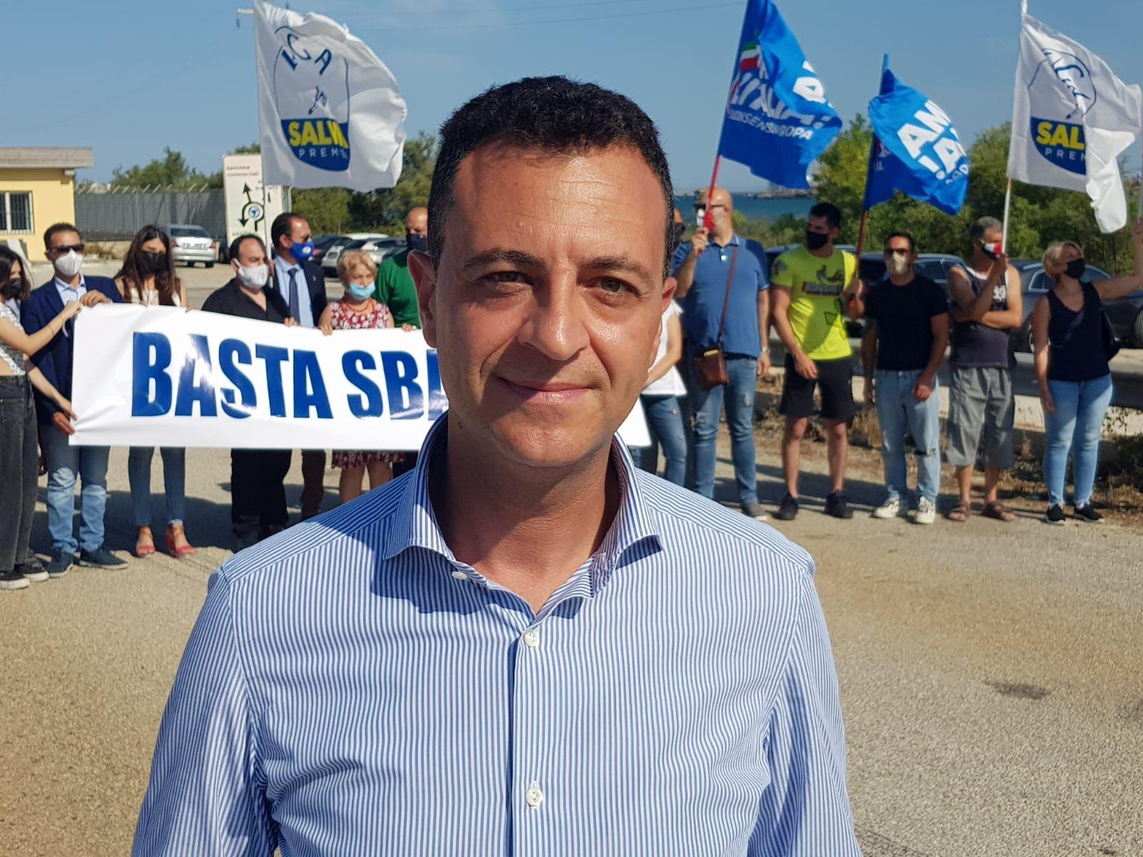 Minardo (Lega) guida protesta contro lo sbarco dei migranti ad Augusta