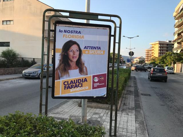 Primi manifesti di Claudia Faraci, è outsider per diventare sindaca di Floridia