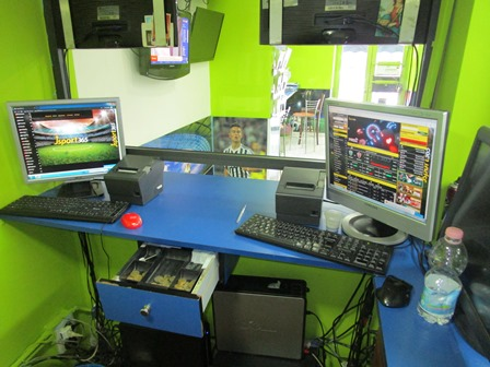 Catania, scommesse illegali in una sala giochi: sequestrati i computer