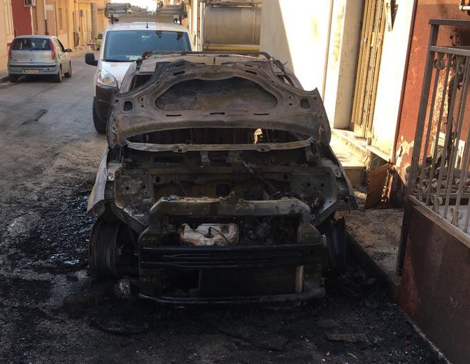 Bruciata l'auto di un dipendente comunale di Rosolini