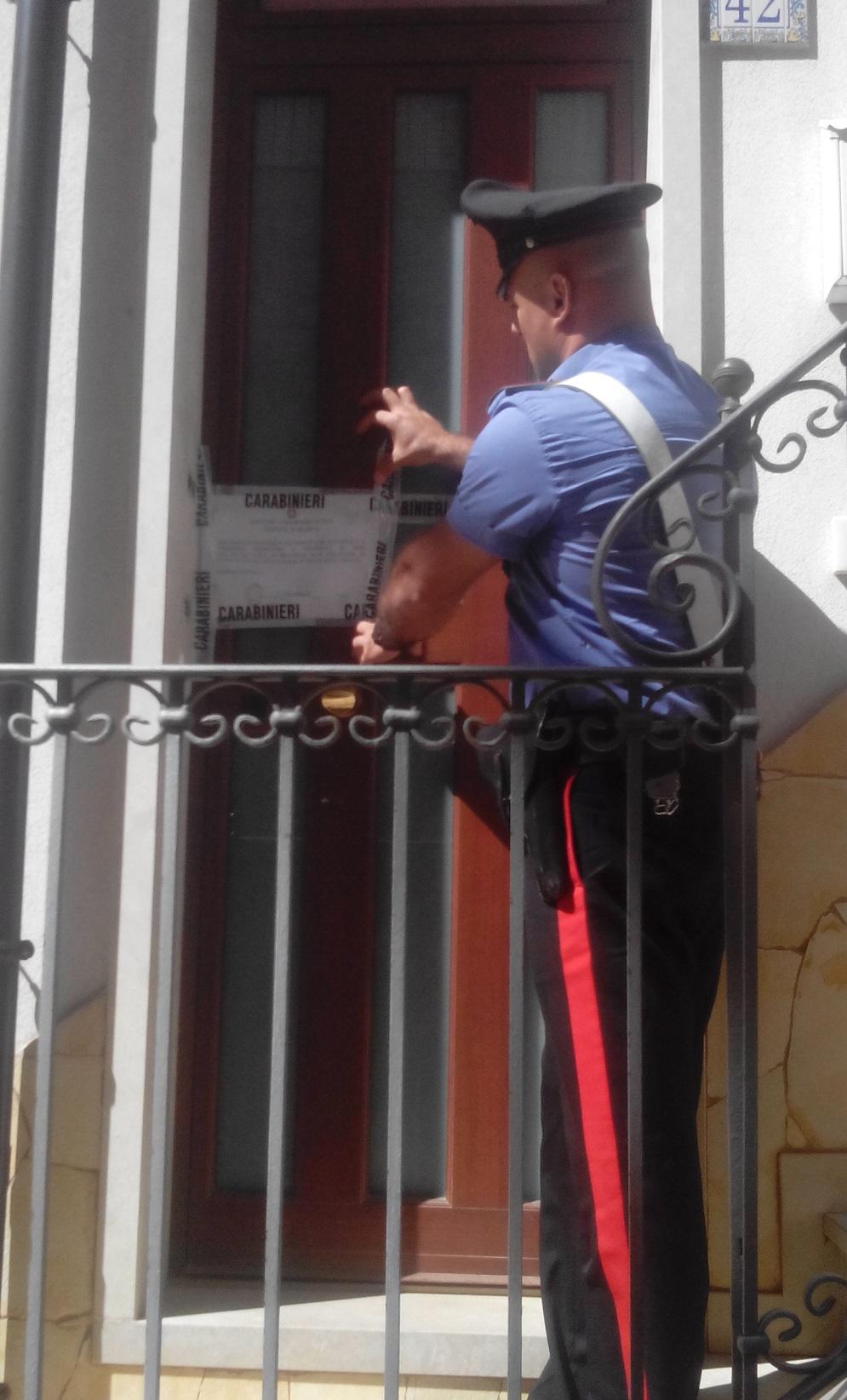 """Modica, scoperte due case a """"luci rosse"""": si prostituivano ragazze e trans"""