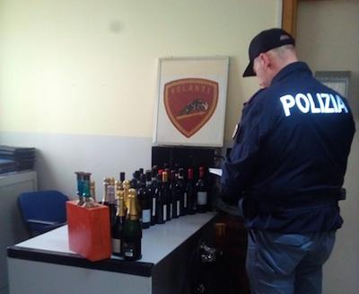 Siracusa, rubano bottiglie di vino e prosecco: due denunciati