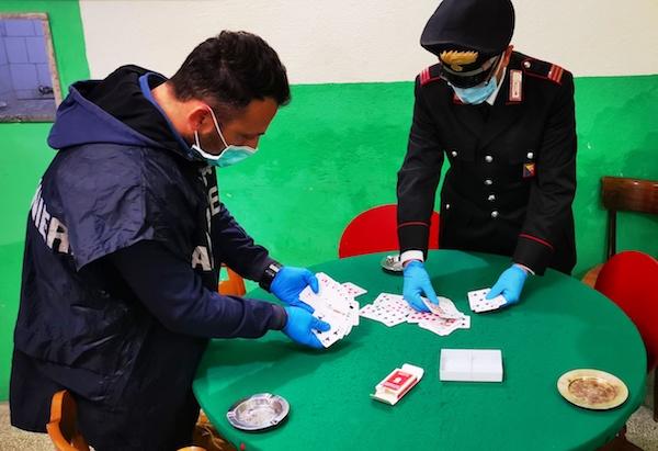 Si ritrovano in un Circolo a Catania per giocare a carte: tre denunciati