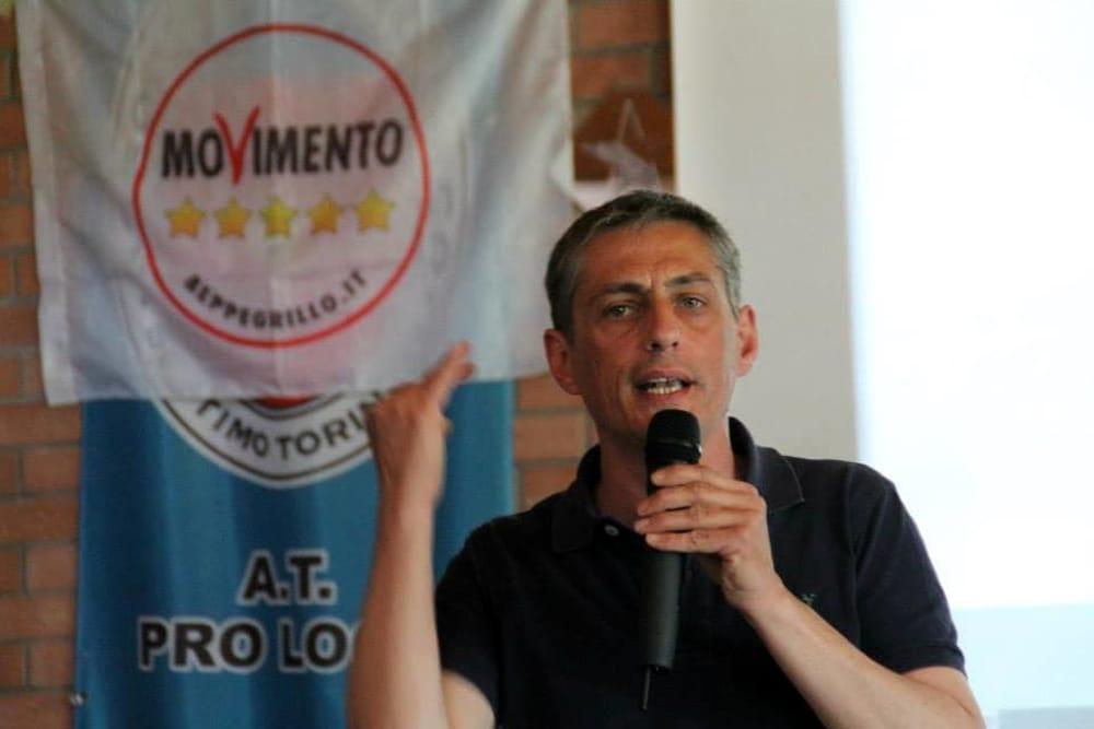 Aggredirono un senatore grillino a Torino, tre arresti
