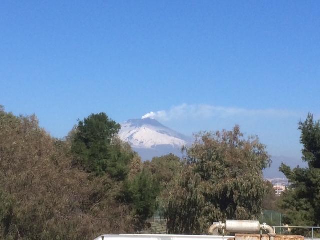 Catania, ancora lava dall'Etna: l'aeroporto resta attivo