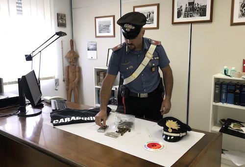 Pitbull contro i carabinieri per evitare il controllo, 2 arresti a Modica
