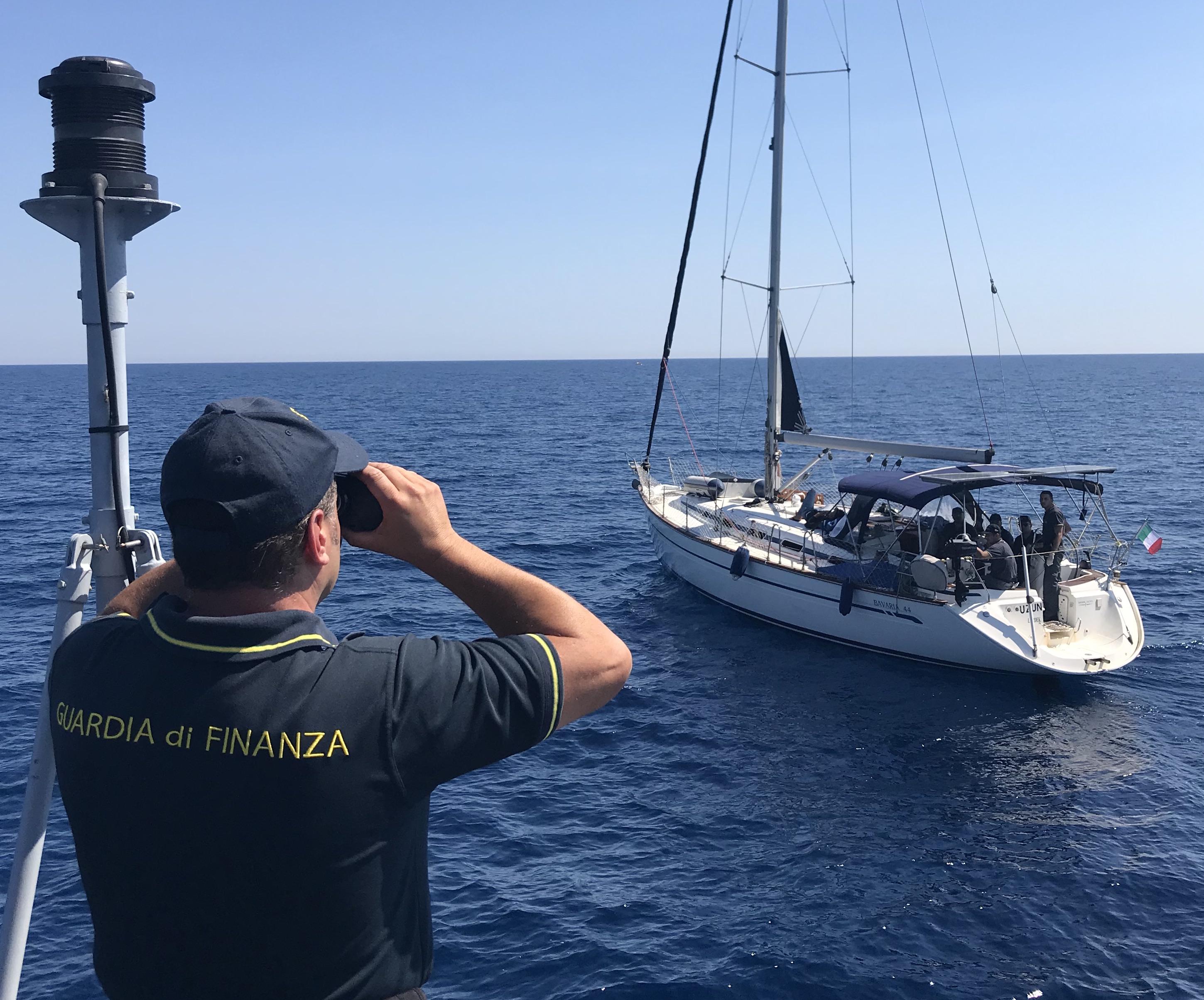 Presi due presunti scafisti a due miglia dalle coste siracusane