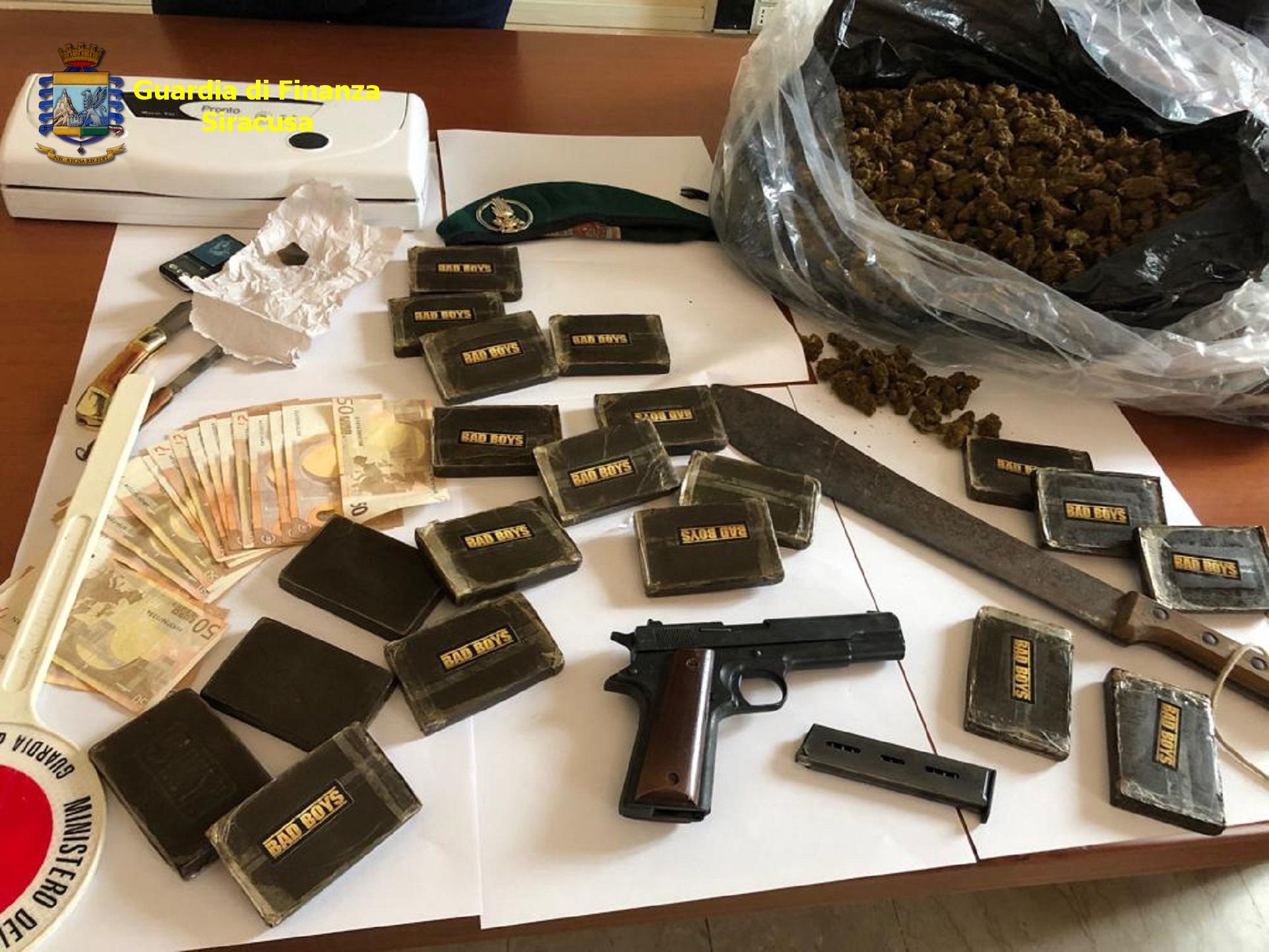 Siracusa, la Finanza in via Algeri sequestra più di 5 chili di droga