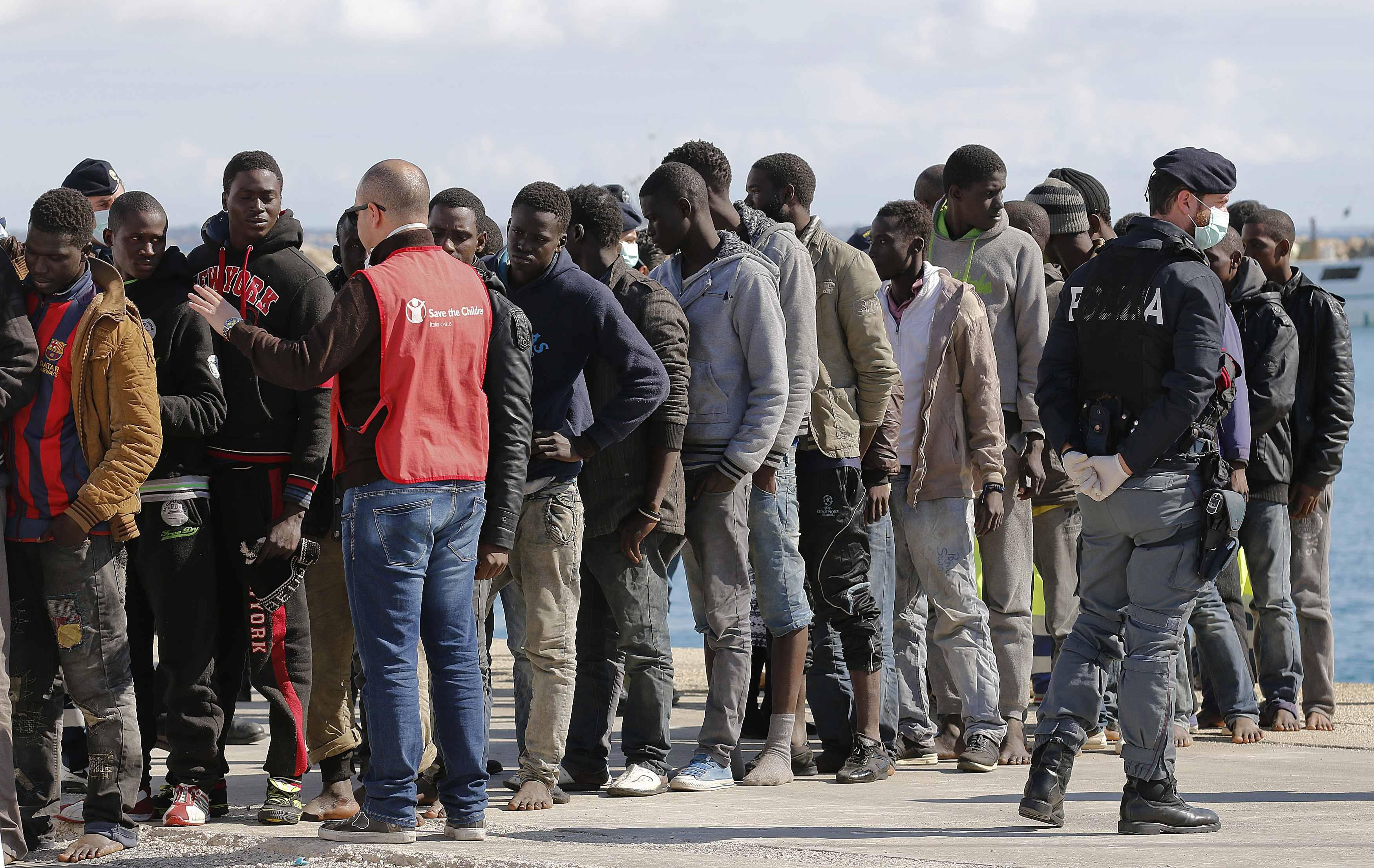 Pozzallo, migranti: polizia ferma 4 presunti scafisti